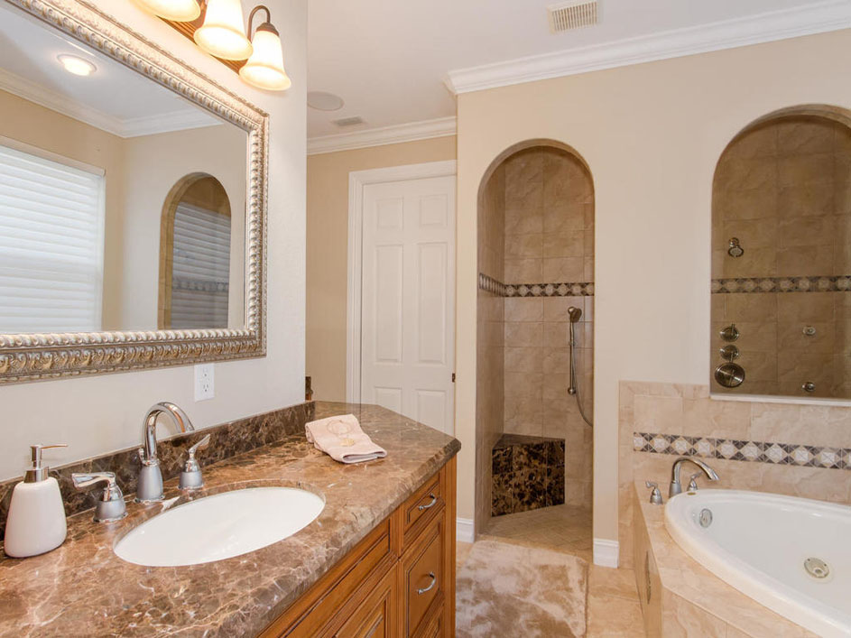Tropical dream Master bath